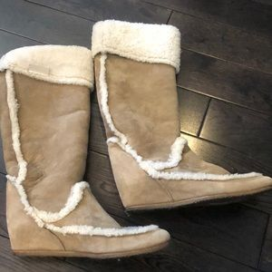 Lanvin Gently worn Shearling Trimmed boots
